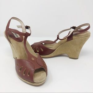 Steve Madden suede leather t strap wedge sandals